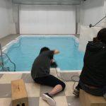 プールで撮影