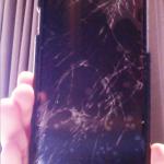 悲報 iPhone バキバキ